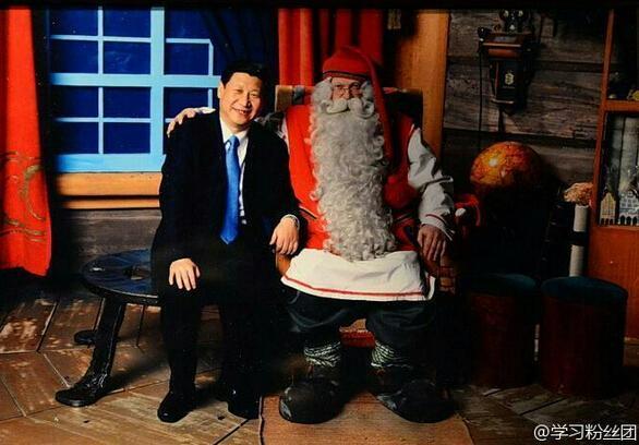習近平與聖誕老人合影 Xi Jinping